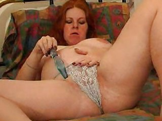 bbw chick plays