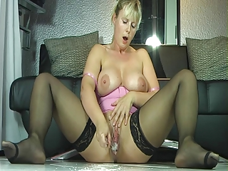outrageuos spraying mature babe